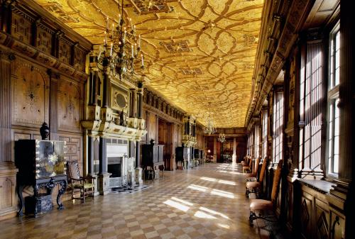 long gallery hatfield house