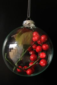 christmas-berry-bauble-decoration-23289-p[ekm]335x502[ekm] (1)