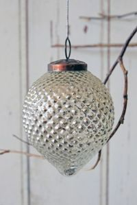 large-drop-christmas-bauble-silver-22823-p[ekm]335x502[ekm]