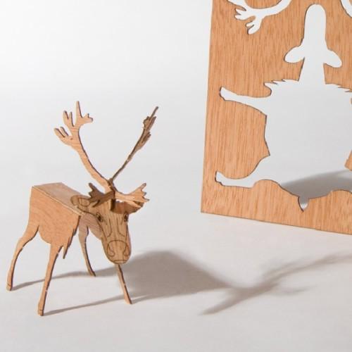 reindeer-cedar-wood-motif-postcard