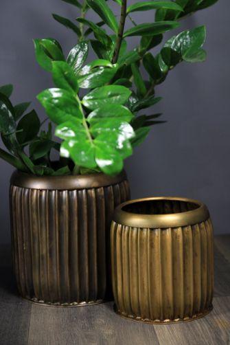 set-of-2-metallic-plant-pots-25545-p[ekm]335x502[ekm]