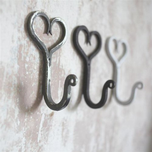 Willow and Stone Tau heart hooks