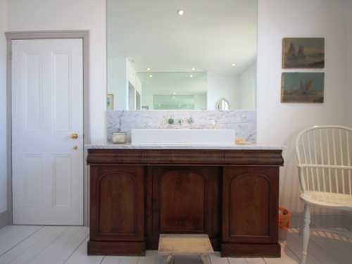 IMG_2099bathroom1_resized