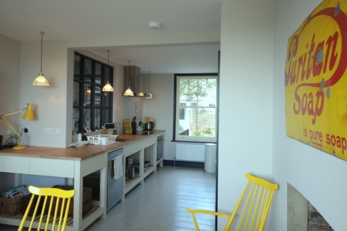 Looing_through_to_kitchen_resized